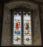 Όμορφο λεκιασμένο παράθυρο γυαλιού στην αρχαία εκκλησία Pevensey & Westham του ST Mary ` s Στοκ φωτογραφίες με δικαίωμα ελεύθερης χρήσης