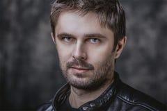 Όμορφο μέσο ηλικίας αρσενικό πορτρέτο ομορφιάς Στοκ φωτογραφία με δικαίωμα ελεύθερης χρήσης