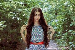 Όμορφο μακρυμάλλες brunette στον αέρα plein Στοκ φωτογραφίες με δικαίωμα ελεύθερης χρήσης
