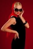 όμορφο μαύρο ξανθό κορίτσι φορεμάτων προκλητικό Στοκ Εικόνες