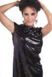 όμορφο μαύρο φόρεμα λίγη νεολαία γυναικών στοκ εικόνα