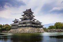 Όμορφο μεσαιωνικό κάστρο Ματσουμότο στο ανατολικό Honshu, Ιαπωνία Στοκ Φωτογραφία