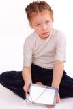 Όμορφο μικρό κορίτσι με το ipad στοκ φωτογραφία