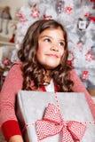 Όμορφο μικρό κορίτσι στα Χριστούγεννα Στοκ εικόνα με δικαίωμα ελεύθερης χρήσης