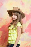 Όμορφο μικρό κορίτσι στο καπέλο κάουμποϋ μόδας Στοκ φωτογραφίες με δικαίωμα ελεύθερης χρήσης