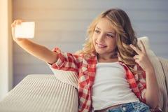 Όμορφο μικρό κορίτσι στοκ εικόνα με δικαίωμα ελεύθερης χρήσης