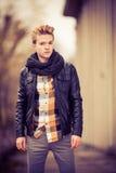 Όμορφο μοντέρνο άτομο υπαίθριο Στοκ Εικόνες