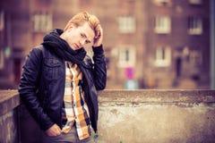 Όμορφο μοντέρνο άτομο υπαίθριο Στοκ Φωτογραφία
