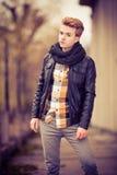 Όμορφο μοντέρνο άτομο υπαίθριο Στοκ εικόνες με δικαίωμα ελεύθερης χρήσης