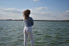 Όμορφο μοντέρνο κορίτσι με τον προκλητικό γάιδαρο Στοκ φωτογραφία με δικαίωμα ελεύθερης χρήσης