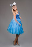 όμορφο μπλε κορίτσι φορεμάτων Στοκ φωτογραφίες με δικαίωμα ελεύθερης χρήσης