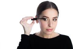 Όμορφο νέο εφαρμοσμένο γυναίκα mascara Στοκ Εικόνες