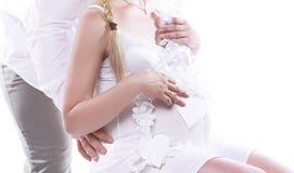 Όμορφο νέο ζεύγος που αναμένει το μωρό Στοκ Φωτογραφίες
