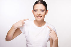 Όμορφο νέο κορίτσι με το στήριγμα Στοκ φωτογραφίες με δικαίωμα ελεύθερης χρήσης