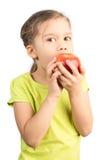 Νέο κορίτσι που τρώει τη Apple Στοκ φωτογραφίες με δικαίωμα ελεύθερης χρήσης