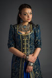 Όμορφο νέο κορίτσι σε ένα ιστορικό φόρεμα Στοκ εικόνες με δικαίωμα ελεύθερης χρήσης
