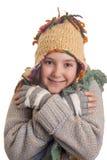 Όμορφο νέο κορίτσι στα θερμά χαμόγελα χειμερινών ενδυμάτων Στοκ Εικόνες