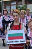 Όμορφο νέο κορίτσι στο λαϊκό κοστούμι Στοκ εικόνες με δικαίωμα ελεύθερης χρήσης