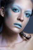 Όμορφο νέο μοντέλο με τη φωτεινή σύνθεση Ελκυστικές ΓΠ γοητείας Στοκ Φωτογραφίες