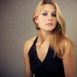 Όμορφο νέο ξανθό κορίτσι Στοκ φωτογραφία με δικαίωμα ελεύθερης χρήσης