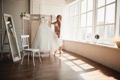 Όμορφο νέο ballerina στο pointe Στοκ Φωτογραφίες