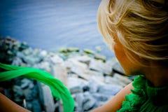 όμορφο να φανεί γυναίκα θάλασσας Στοκ Εικόνες