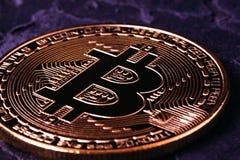 Όμορφο νόμισμα crypto της κινηματογράφησης σε πρώτο πλάνο νομισμάτων bitcoin Στοκ φωτογραφία με δικαίωμα ελεύθερης χρήσης