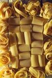Όμορφο νόστιμο ζωηρόχρωμο σχέδιο των ιταλικών ζυμαρικών Τοπ όψη αποστήματος Στοκ Φωτογραφίες