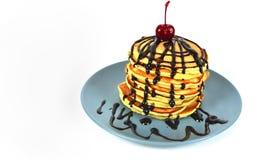 Όμορφο νόστιμο κέικ με τη σάλτσα σοκολάτας Στοκ Εικόνα