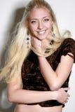 όμορφο ξανθό εύθυμο κορίτ&sigm Στοκ φωτογραφία με δικαίωμα ελεύθερης χρήσης