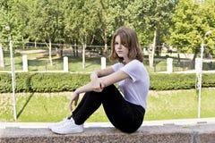 Όμορφο ξανθό κορίτσι δεκατέσσερα χρονών στοκ φωτογραφίες