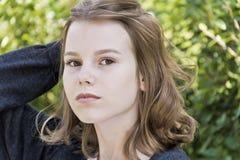 Όμορφο ξανθό κορίτσι δεκατέσσερα χρονών στοκ εικόνες