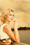 όμορφο ξανθό κορίτσι Στοκ φωτογραφίες με δικαίωμα ελεύθερης χρήσης