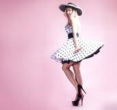 Όμορφο ξανθό κορίτσι pinup στοκ φωτογραφίες