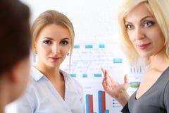 Όμορφο ξανθό πορτρέτο επιχειρηματιών Στοκ Εικόνες