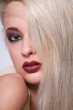όμορφο ξανθό τρίχωμα κοριτσιών μόδας makeup Στοκ εικόνα με δικαίωμα ελεύθερης χρήσης