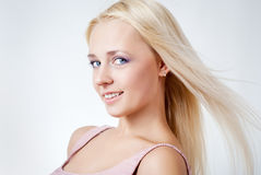 όμορφο ξανθό τρίχωμα κοριτσιών στοκ φωτογραφία