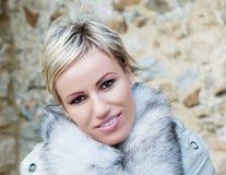 όμορφο ξανθό χαμόγελο Στοκ εικόνα με δικαίωμα ελεύθερης χρήσης