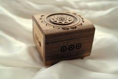 Όμορφο ξύλινο κιβώτιο για το κόσμημα και τις διακοσμήσεις, χειροποίητα Στοκ εικόνα με δικαίωμα ελεύθερης χρήσης