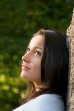 όμορφο ονειροπόλο κορίτ&sig Στοκ εικόνα με δικαίωμα ελεύθερης χρήσης