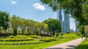 Όμορφο πάρκο επιχορήγησης στο Σικάγο - φωτογραφία οδών στοκ φωτογραφίες