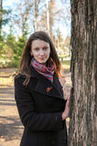 όμορφο πάρκο κοριτσιών Στοκ φωτογραφία με δικαίωμα ελεύθερης χρήσης
