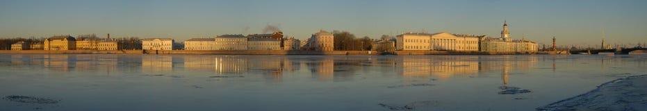 όμορφο πανόραμα Πετρούπολη ST Στοκ φωτογραφία με δικαίωμα ελεύθερης χρήσης