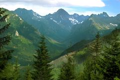Όμορφο παραμύθι και γραφικό τοπίο βουνών στοκ εικόνες