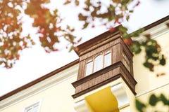 Όμορφο παλαιό μπαλκόνι σε ένα σπίτι Στοκ φωτογραφία με δικαίωμα ελεύθερης χρήσης