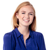 Όμορφο περιστασιακό κορίτσι με ένα καλό χαμόγελο Στοκ εικόνα με δικαίωμα ελεύθερης χρήσης
