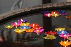 Όμορφο πολυ χρώμα Candlerlight στοκ φωτογραφία με δικαίωμα ελεύθερης χρήσης