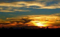 Όμορφο πορτοκαλί άνοδος ήλιων ή σύνολο ήλιων Στοκ Φωτογραφίες