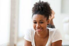 Όμορφο πορτρέτο γυναικών αφροαμερικάνων - μαύροι Στοκ Φωτογραφία