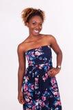 Όμορφο πορτρέτο γυναικών αφροαμερικάνων χαμόγελου Στοκ φωτογραφία με δικαίωμα ελεύθερης χρήσης